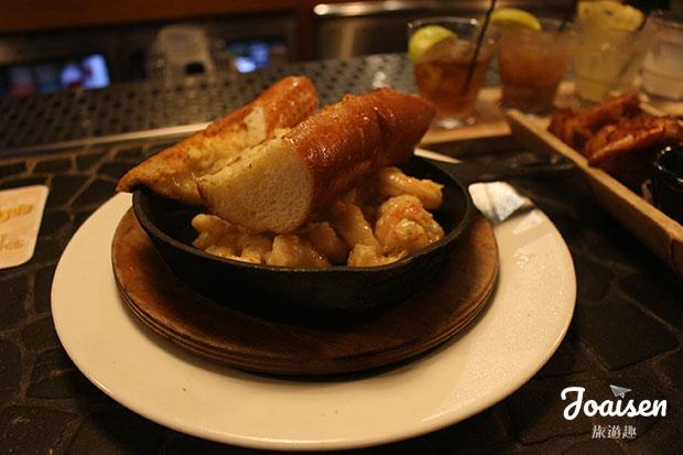 Sizzling Shrimp (鐵板蝦&蒜烤麵包)