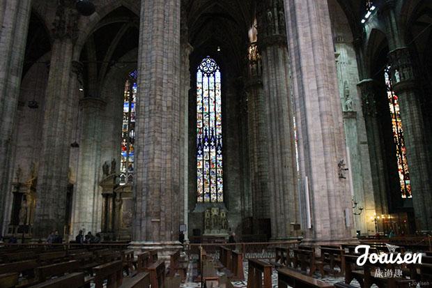 米蘭大教堂內