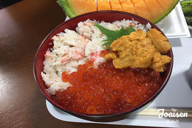 蟹肉、鮭魚卵、海膽丼飯